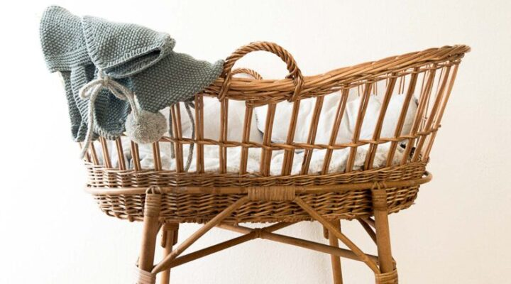 Which is Best for Your Baby: Bassinet, Cradle or Crib?